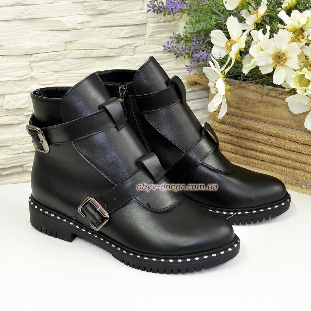 Ботинки кожаные зимние на низком ходу, декорированы ремешками. 37 размер