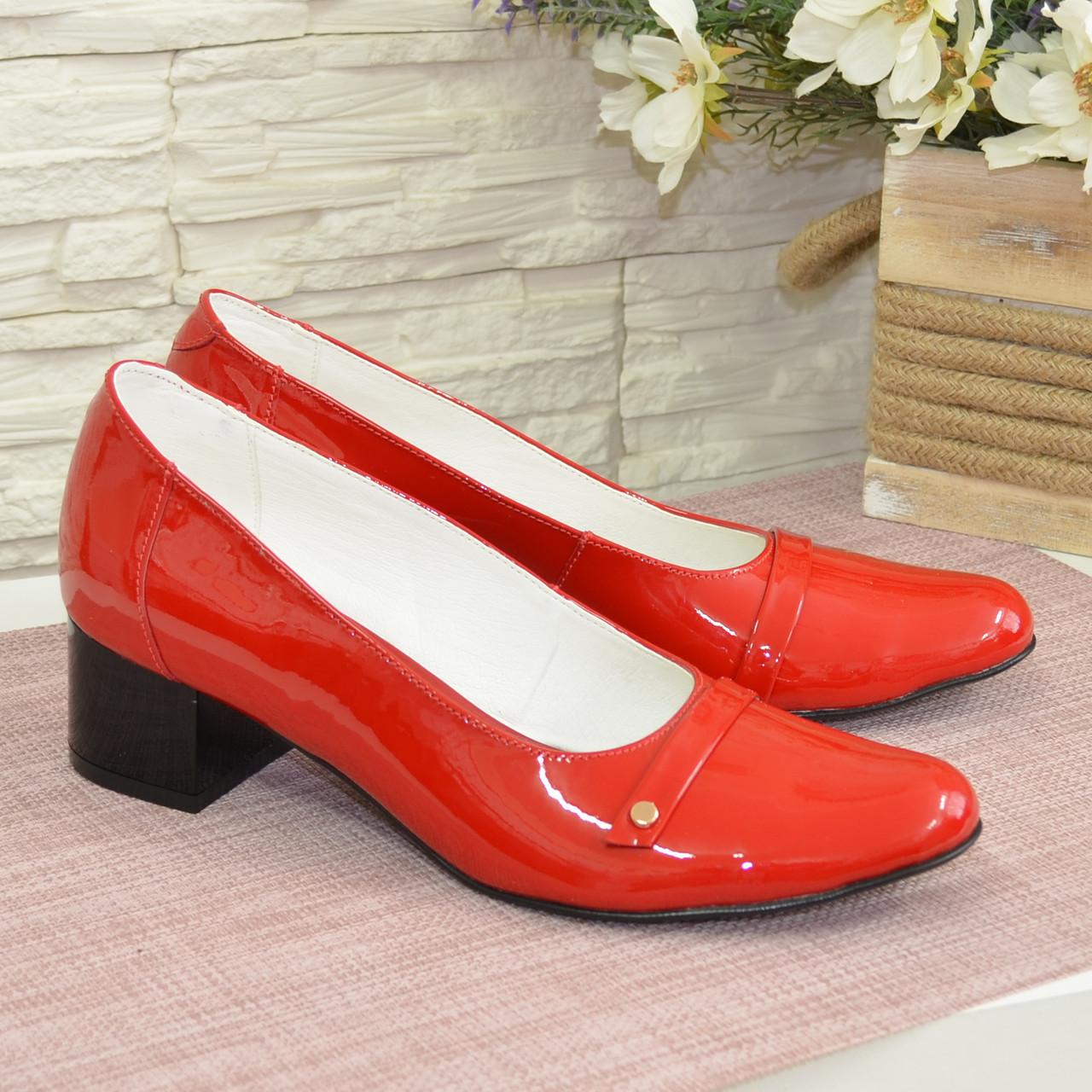 Женские лаковые красные туфли на невысоком каблуке классического пошива. 39 размер