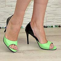 Женские лаковые босоножки на шпильке, цвет салатовый/черный. В наличии 37,40 размеры