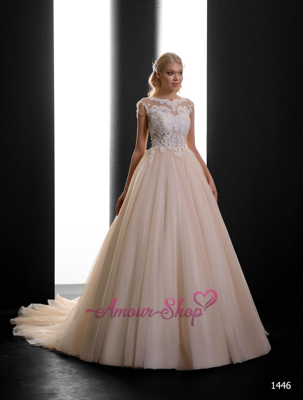 Милое пышное свадебное платье с блестящей юбкой