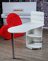 Маникюрный стол белого цвета с фигурной столешницей. Стол для маникюра раскладной с полками для лаков.