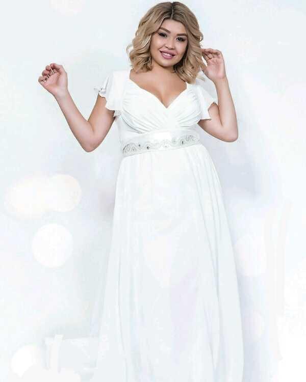 Длинное белое, молочное свадебное  платье 50- 52-54 р.