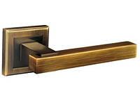 Ручка дверна натискна Loft Z-1290 цинкова на квадратній розетки, фото 1
