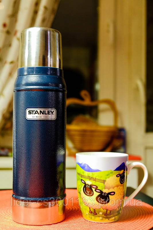 Термос темно-синий Classic 0,75 Stanley (Стенли) 10-01612-010