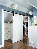 Раздвижная дверь в гардеробную в Прованском стиле на амбарном механизме