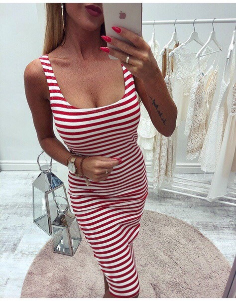 Красивое  летнее платье Размеры  42-46  Цвет-   красная полоска