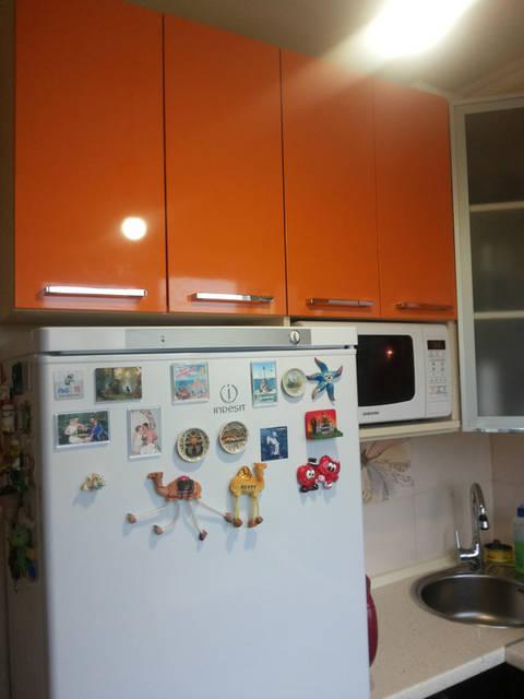 Оранжевая кухня в пластике 37