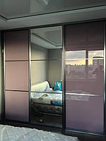 Шкаф купе с крашеными фасадами