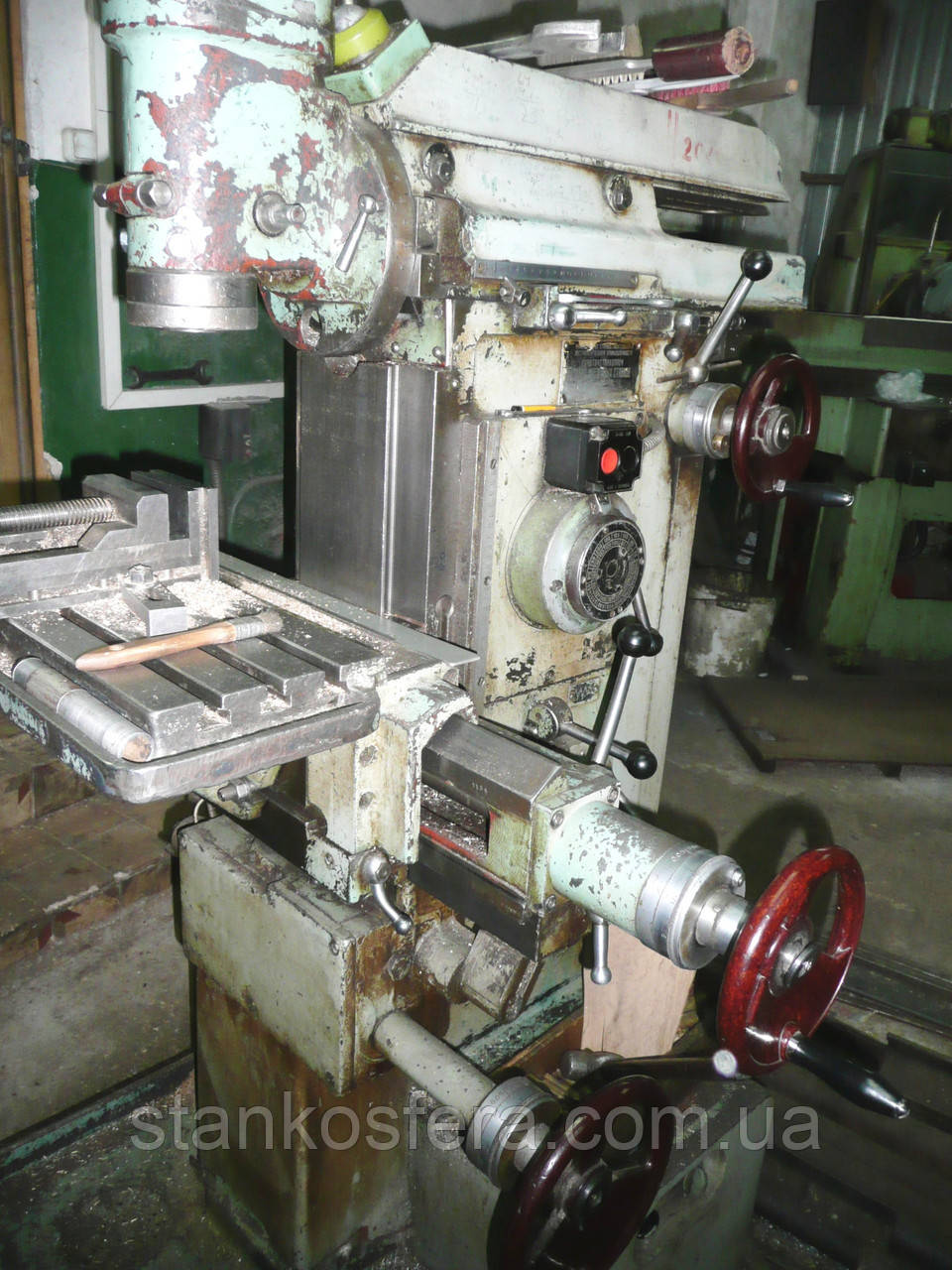 Фрезерный станок 675П бу универсальный металлообрабатывающий 1982г.