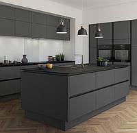 Графітна кухня під замовлення з ручкою профілем чорного кольору і кам'яною стільницею