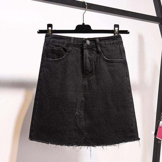 Джинсовая женская юбка трапеция с карманами черная