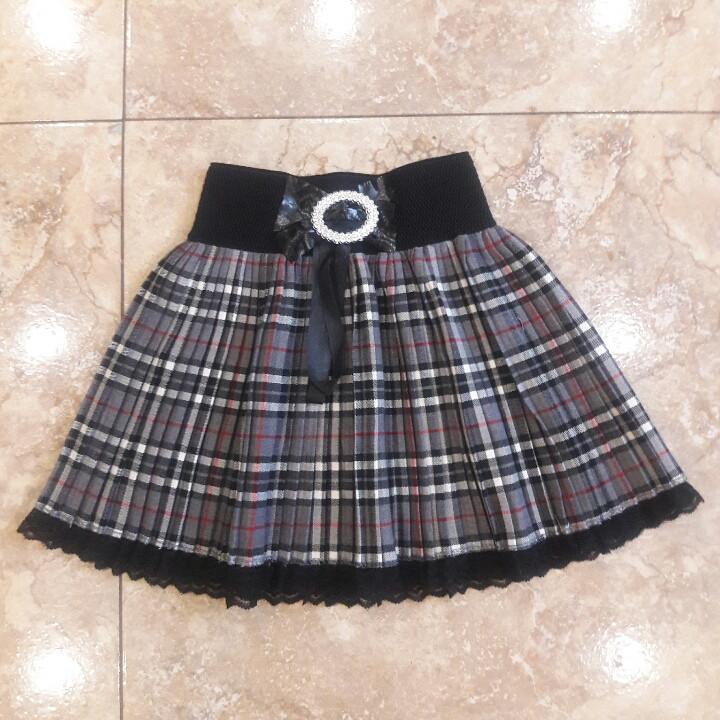 Красива детская юбочка с кружевом