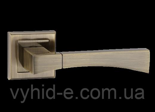 Ручка дверная нажимная Tia Z-1257 цинковая на квадратной розетке