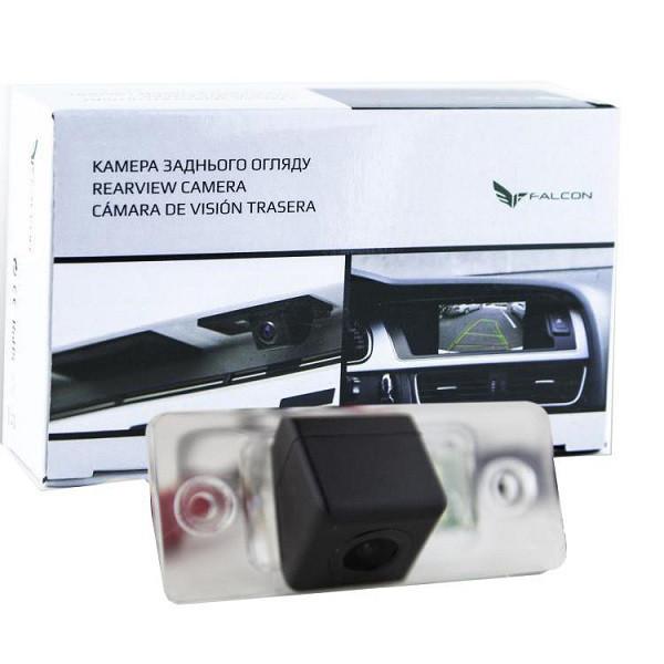 Штатная камера заднего вида Falcon SC32-SCCD. VW Touareg 2011-2014/Touran 2012-2016