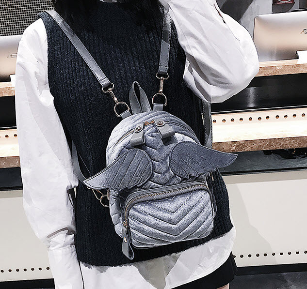 Оригинальный бархатный рюкзак с крыльями для нежных девушек