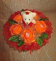 Одноигрушечный букет с мишкой и с Рафаэлло красно-оранжевый