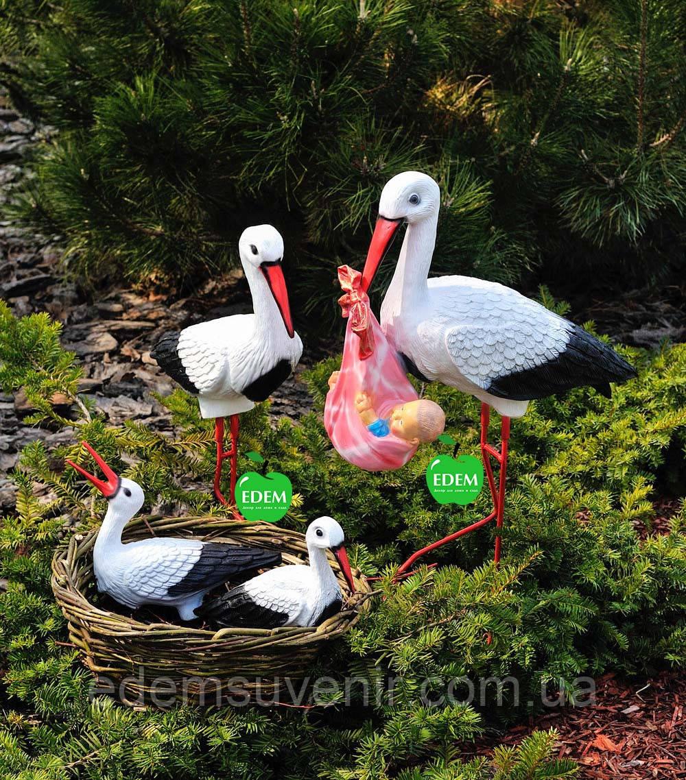 Садовая фигура Семья садовых аистов в гнезде №23