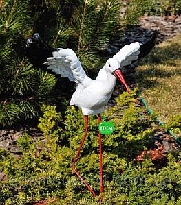 Садовая фигура Аист крылатый средний на металлических лапах