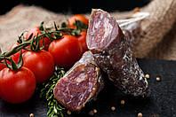 Сыровяленная колбаска свинина на красном вине