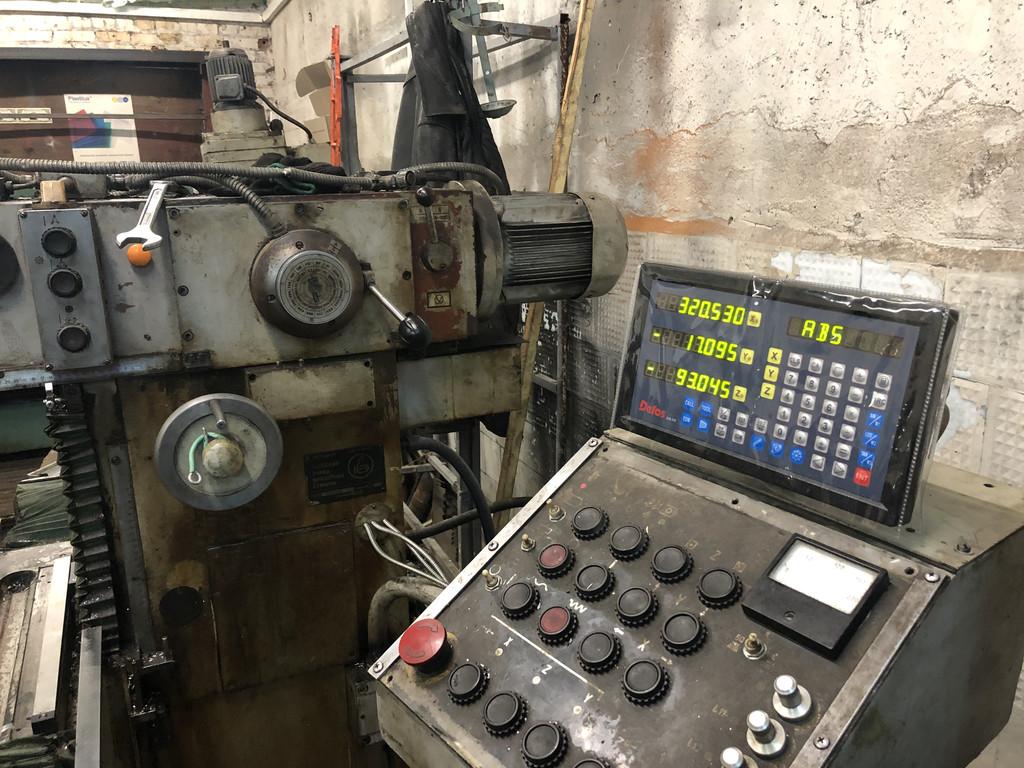 Установка оптических линеек и цифровой индикации DELOS DS-3V на фрезерный станок 6720ВФ2