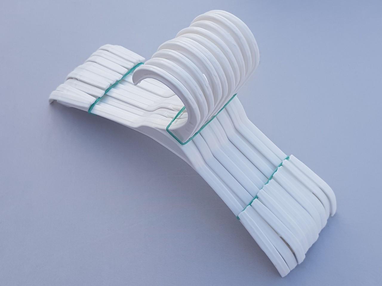 Длина 26 см. Плечики детские пластмассовые V-V26 белого цвета, 10 штук в упаковке