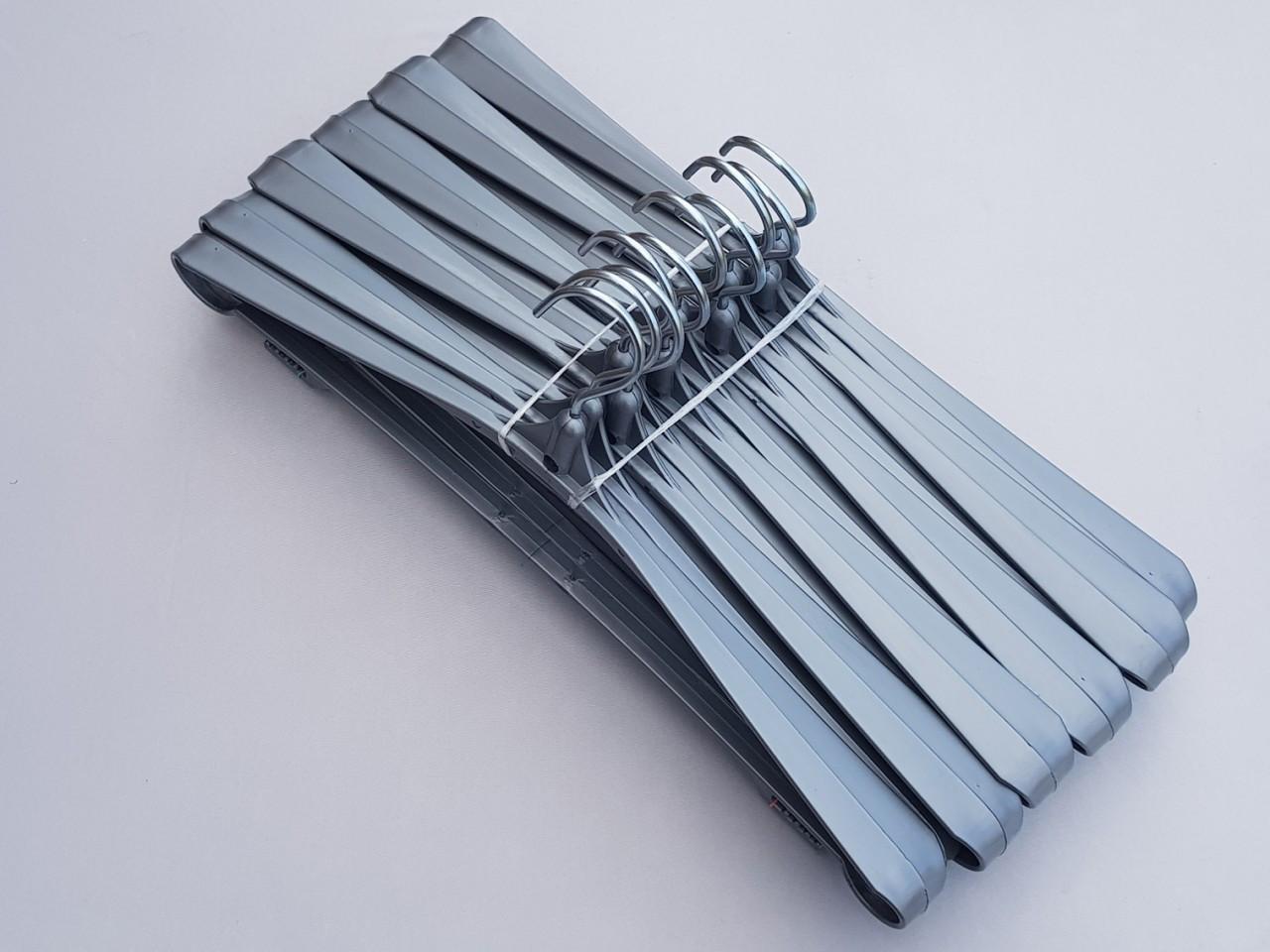 Длина 42,5 см. Плечики вешалки пластмассовые Гем-4 серебристого цвета, 10 штук в упаковке