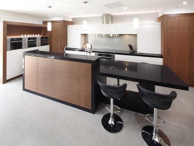 Кухонная столешница и остров из искусственного камня Caesarstone 3100 Jet Black