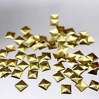 Металлостразы квадратные.Цвет Золото 7х7мм.Цена за 100шт