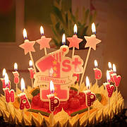 Свечи в торт с фигурками, буквами, подставками, магические, разноцветные и др