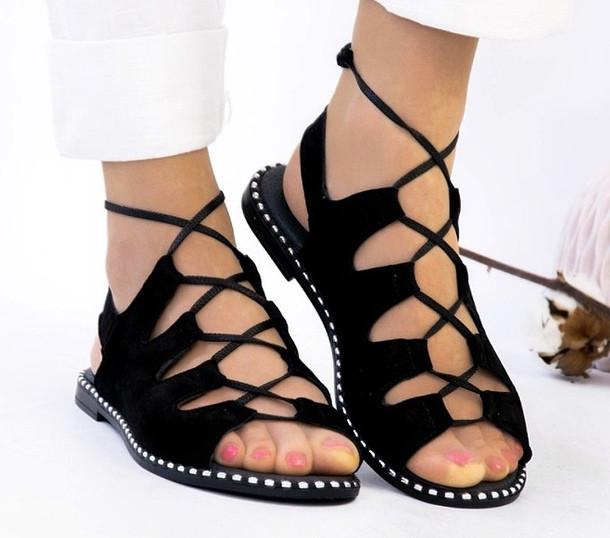 Босоножки на низком ходу с шнуровкой натуральный замш черные