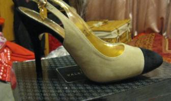 Босоножки туфли от Валентина Юдашкина эко замша  бежевые с черным