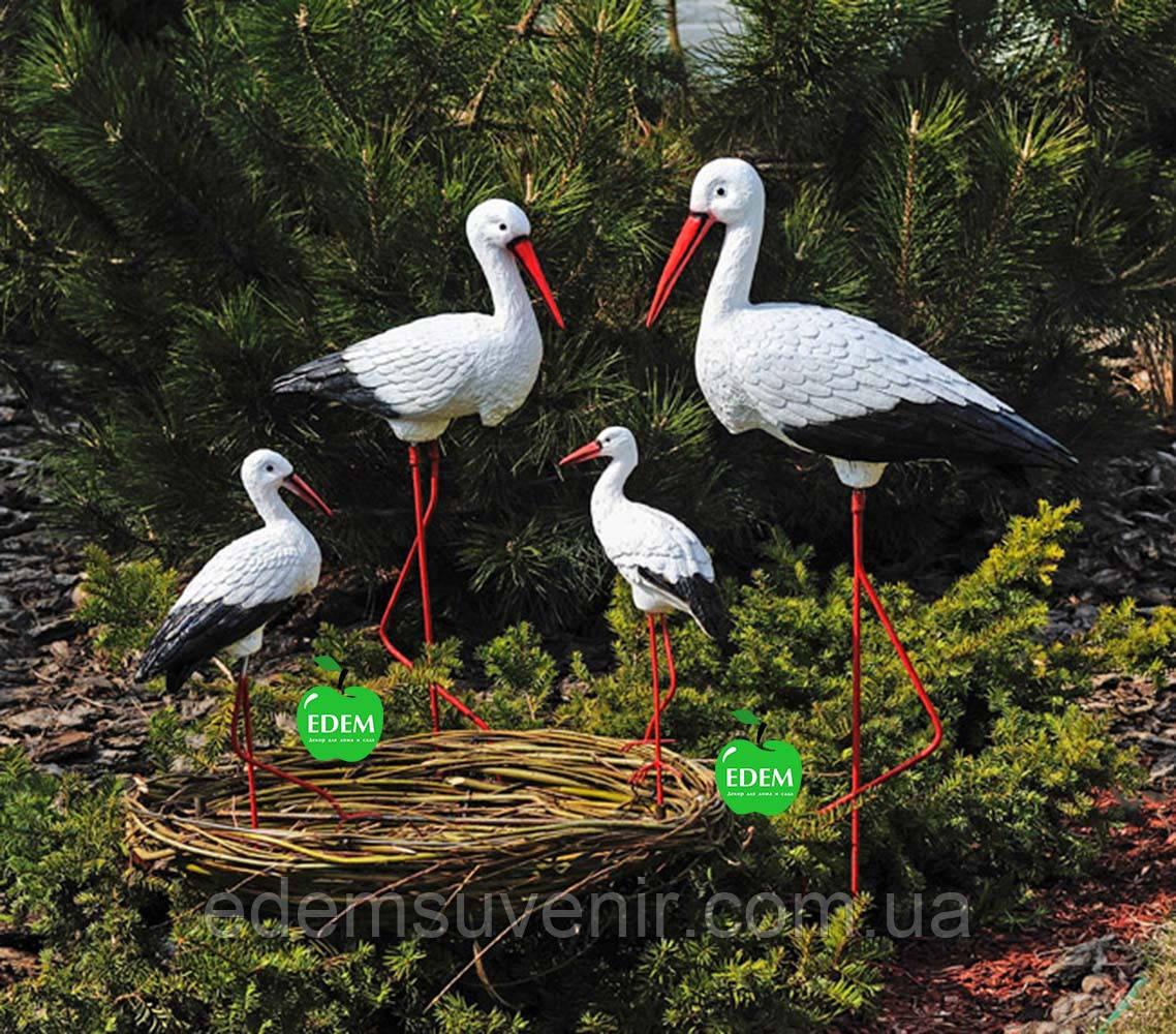 Садовая фигура Семья садовых аистов в гнезде №36