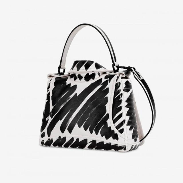 Женская байкерская сумочка от Moschino | вид сзади