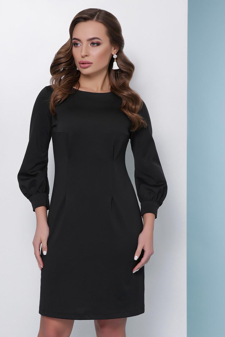 Элегантное приталенное платье-футляр по колено с пояском однотонное черное