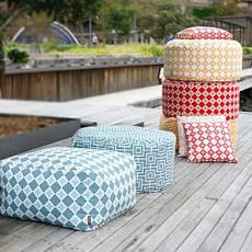 Бескаркасные пуфы и кресла