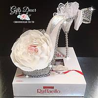 Букет из конфет «ТУФЕЛЬКА ЗОЛУШКИ» с Raffaello