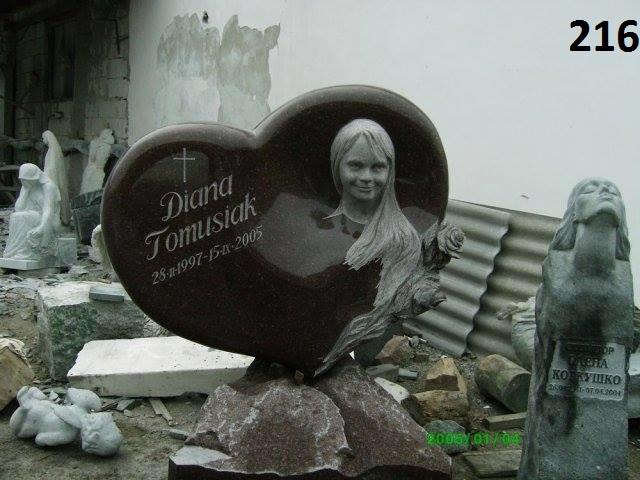 Ексклюзивний пам'ятник із граніту на могилу об'ємна різьба по каменю