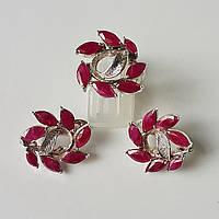 Комплект ювелирных украшений серьги и кольцо из серебра с натуральными рубинами и изумрудами