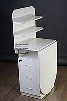 Маникюрный стол с ящиками двумя замками и двумя полочками.