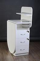 Маникюрный стол с ящиками двумя замками и полкой для лаков.
