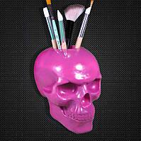 Розовый череп из гипса.Подставка для кистей и карандашей