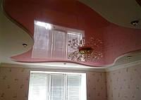 Криволинейный глянцевый натяжной потолок