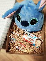 Подарочный набор для ребенка пижама кигуруми стич с шоколадом киндер и киндер-сюрпризом, фото 1