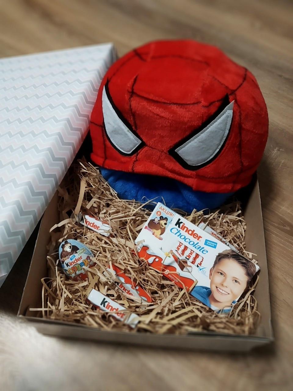 Подарочный набор для мальчиков кигуруми человек паук + киндер шоколад + киндер-сюрприз