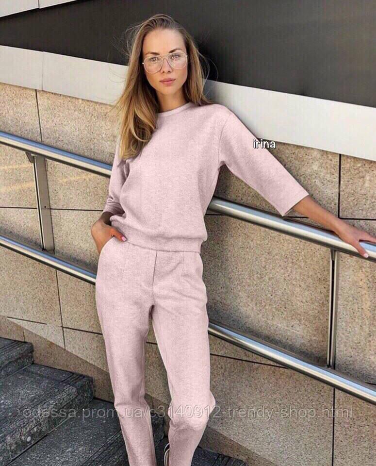 Костюм женский с укороченными штанами