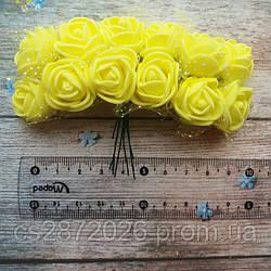 Розы из фоамирана с фатином .Цвет-желтый ,диаметр 20 мм.(цена за пучок 12 шт)