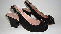 Босоножки на каблуке черного цвета