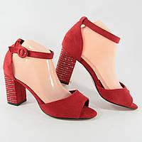 Босоножки женские на каблуках красного цвета из искусственной замши