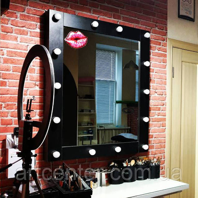 Зеркало с подсветкой в черной раме из ЛДСП