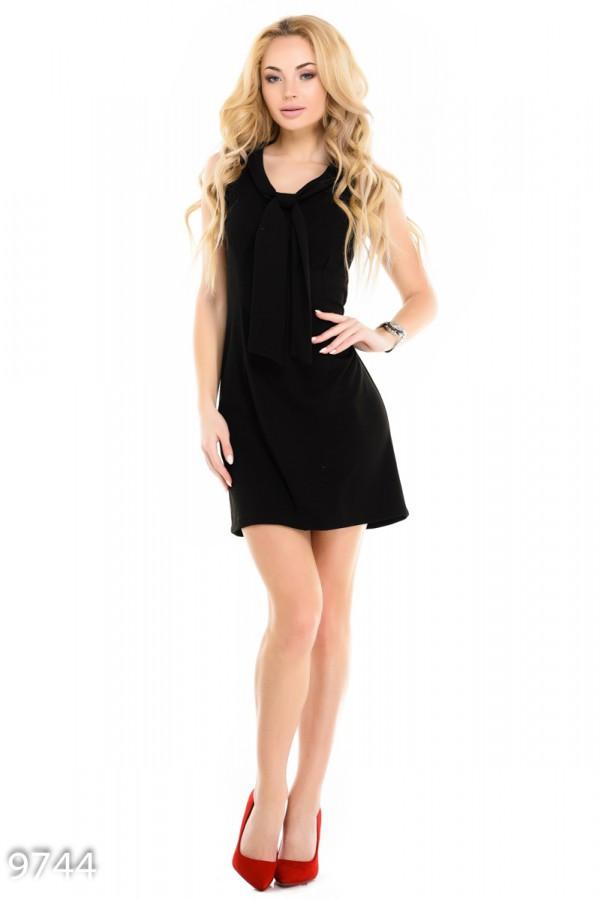 Черное платье-трапеция без рукавов с бантом у ворота